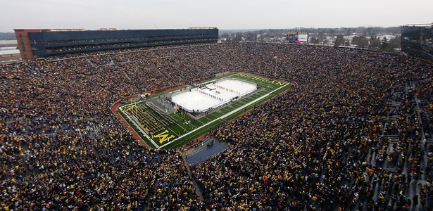 Michigan State x Michigan, no Michigan Stadium, quebrou recorde de público nos EUA