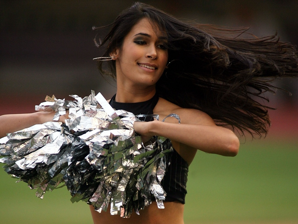 Cheerleader do Florida Marlins dança em partida contra o Arizona Diamondbacks no Miami Gardens, na Flórida