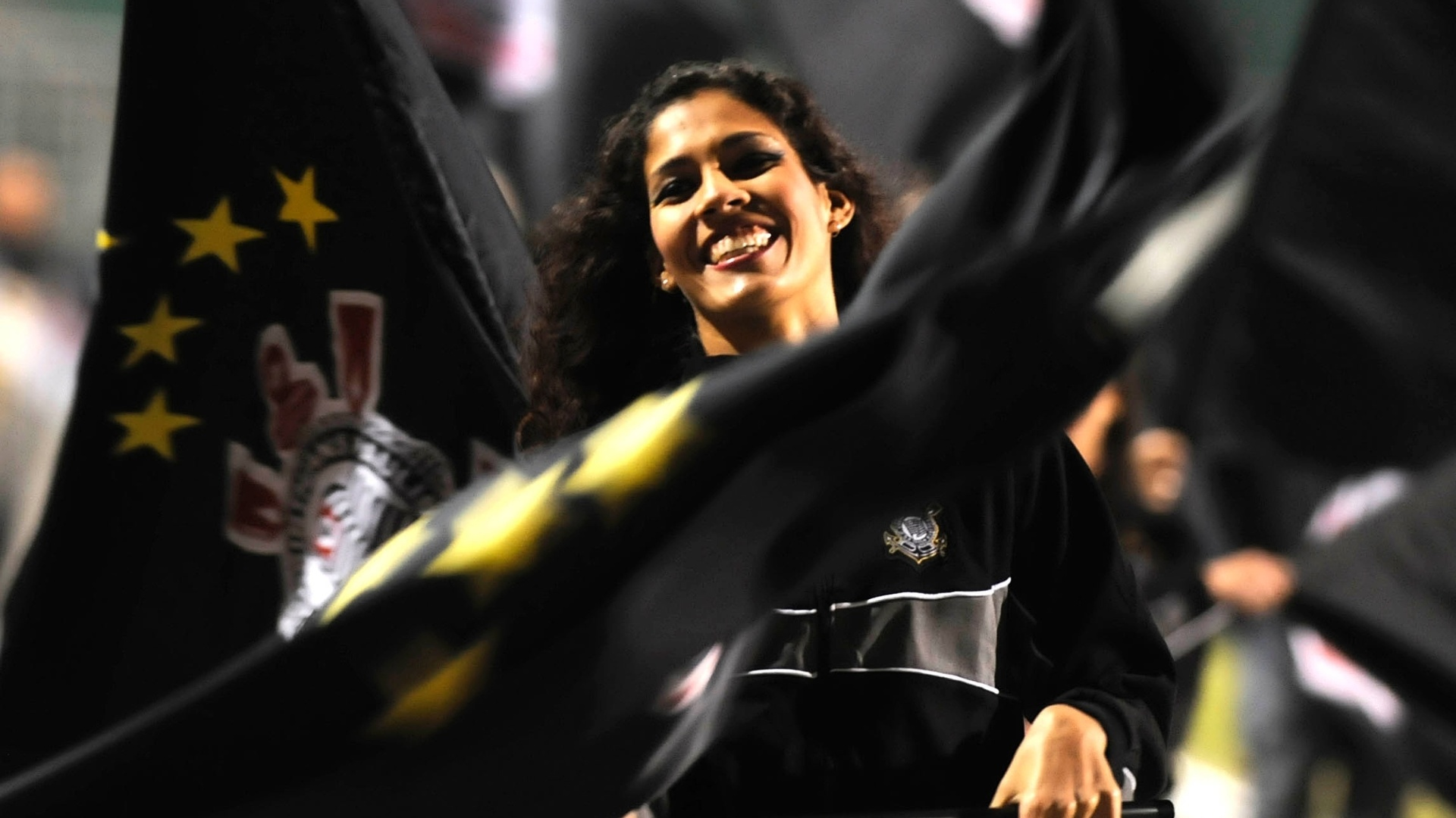 Cheerleaders do Corinthians fazem apresentao no Pacaembu antes de partida contra o Vasco (06/07/11)