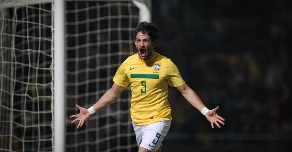 Alexandre Pato comemora o terceiro gol do Brasil, seu segundo contra o Equador