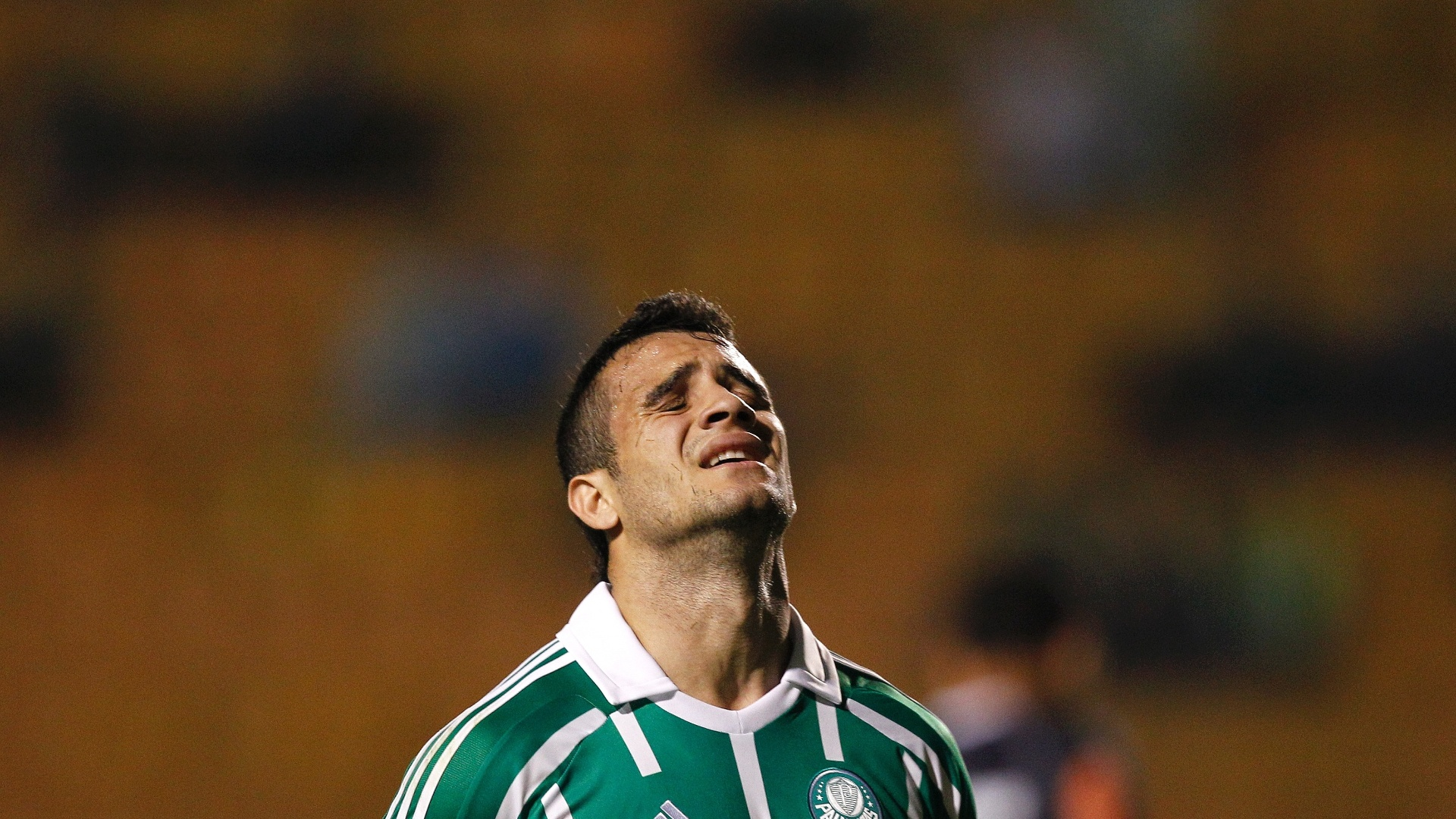 Maikon Leite lamenta chance perdida pelo Palmeiras na partida contra o Vasco