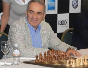 external image garry-kasparov-durante-entrevista-coletiva-para-divulgar-o-xadrez-no-brasil-30082011-1314730594445_300x230.jpg