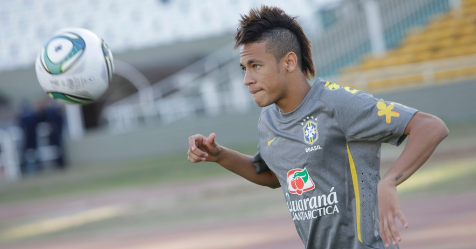 No primeiro treino da seleo para o amistoso contra a Argentina, Neymar j brincou com a bola