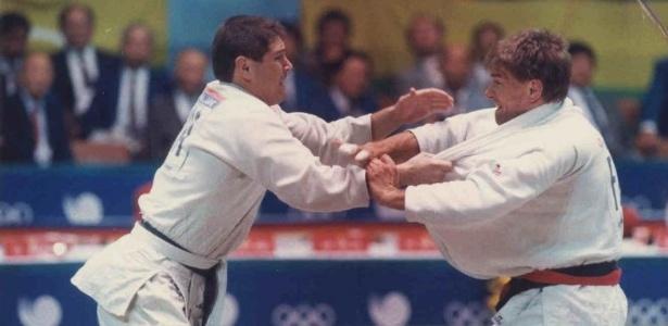O judoca Aurélio Miguel (à esq.) derrota o alemão Marc Meling para conquistar o ouro para o Brasil na Olimpíada de Seul