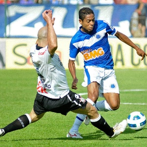 Marquinhos Paran&#225;, que atuou pelo Cruzeiro entre 2008 e 2011, cobra direito de arena n&#227;o pagos