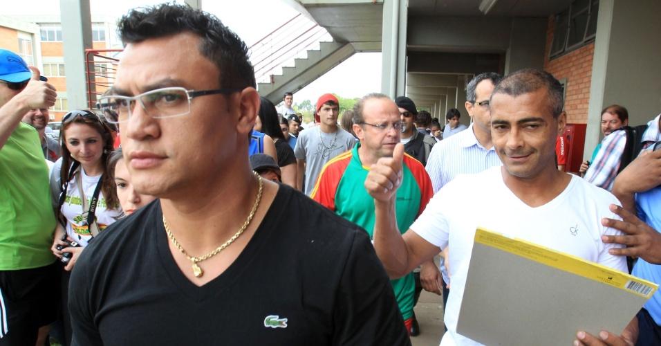 Romário e Popó participam, ao lado de outros deputados federais e estaduais, de evento em prol da APAE e do Instituto Pestalozzi de Canoas-RS (05/11/11)