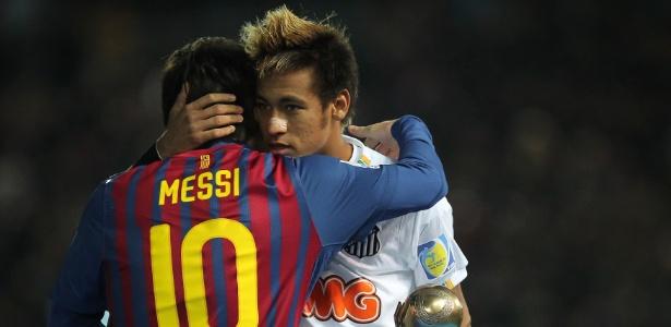 neymar-abraca-messi-apos-receber-o-premi