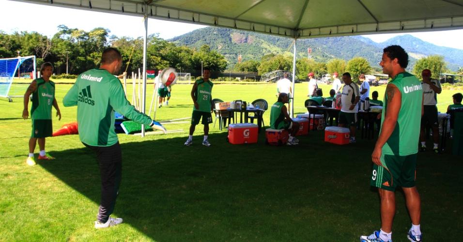 Diego Cavalieri, Diguinho, Souza e Fred batem bola durante intervalo dos treinamentos