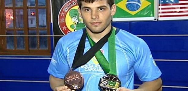 Paulo Agrizzi, lutador de jiu-jitsu, morreu em janeiro de 2012 devido a uma trombose causada por uma infecção bacteriana no olho esquerdo