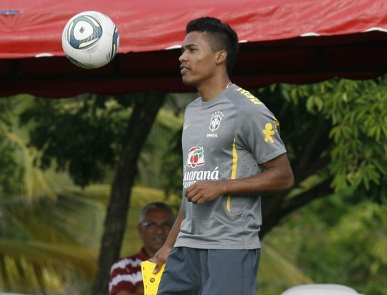 Alex Sandro foi convocado para o amistoso da sele&#231;&#227;o brasileira contra a B&#243;snia