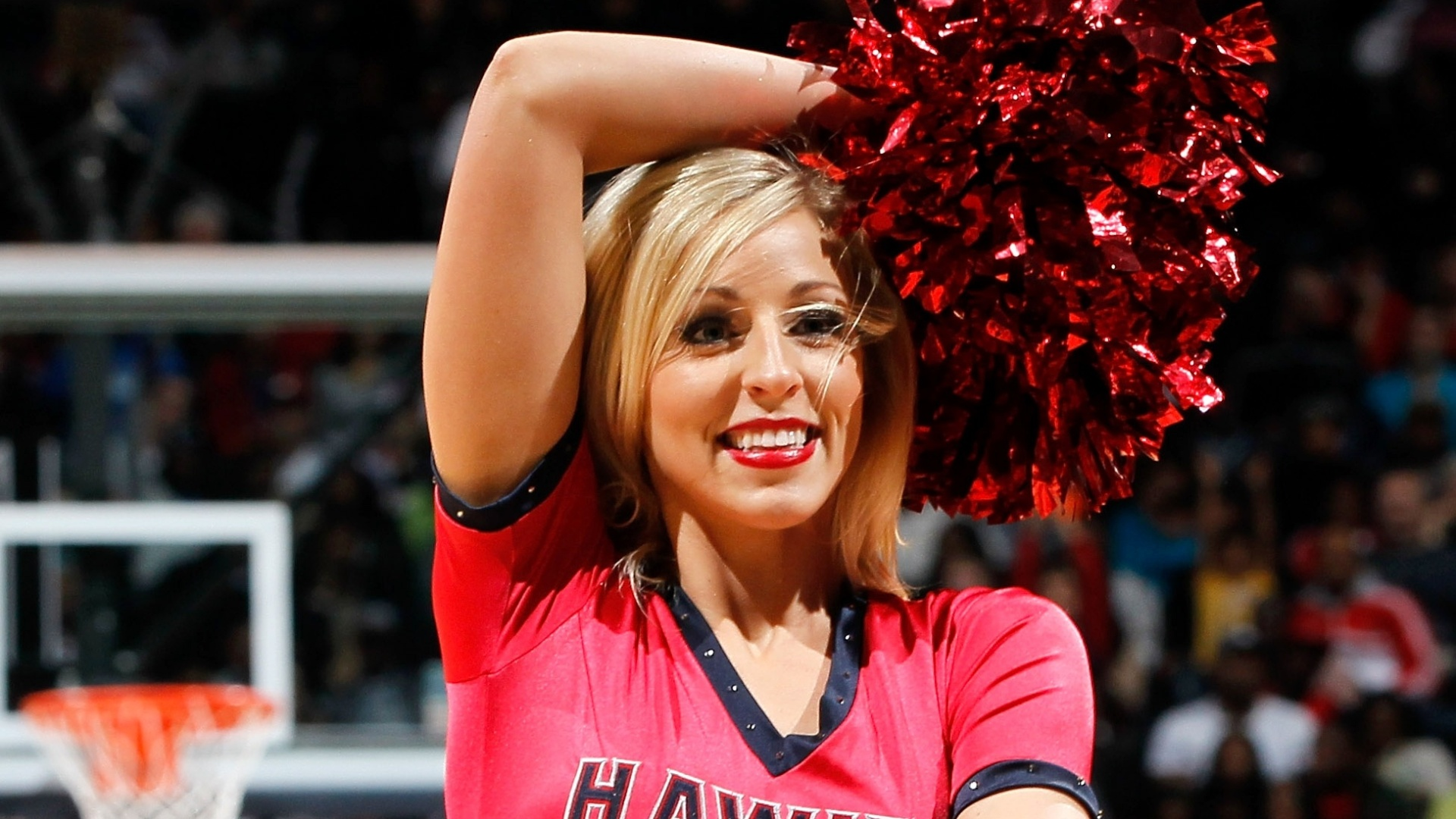 Cheerleader do Atlanta Hawks durante jogo contra o Miami Heat em Atlanta, Georgia