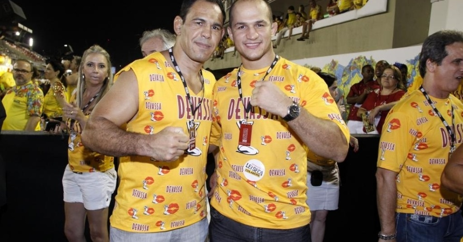 Minotauro e Junior Cigano curte folia no Rio de Janeiro
