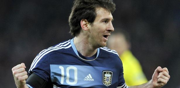 Jogador do Barcelona marcou dois belos gols e fechou a partida anotando um pênalti