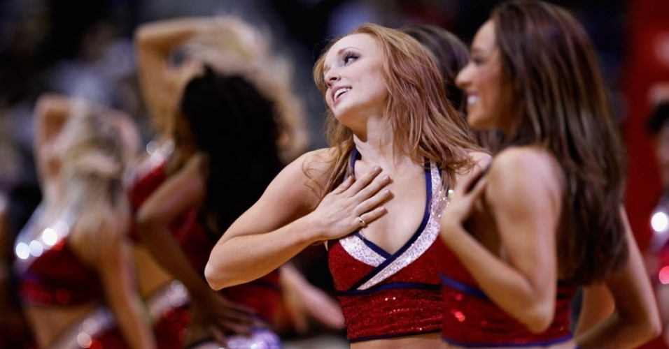 Cheerleaders do Washington Wizards fazem pose durante partida contra o Orlando Magic (29/02/2012)