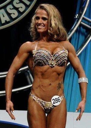 Iara Vieira venceuo Arnold Classic na categoria Figure (9/3/2012)