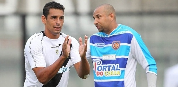 O meia Diego Souza discute com o goleiro Clber, do Madureira
