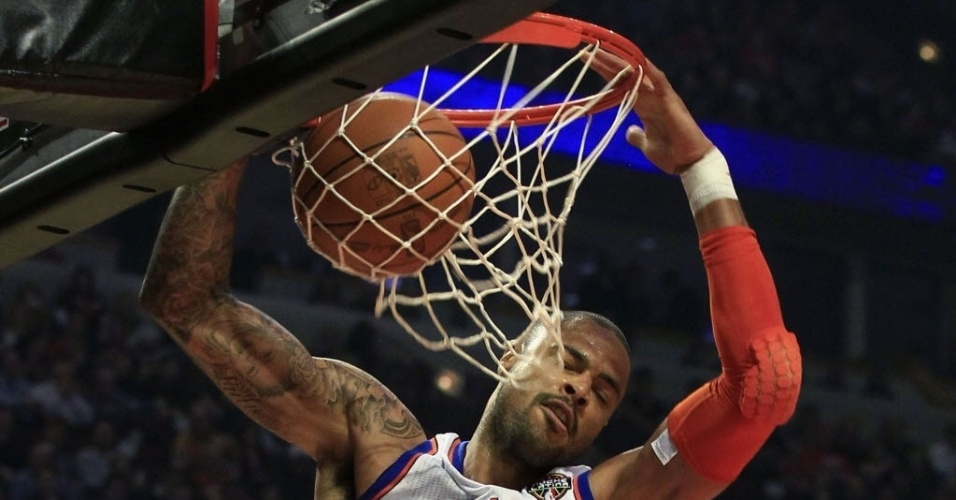 Tyson Chandler, do New York Knicks, faz careta após conseguir enterrada contra o Chicago Bulls