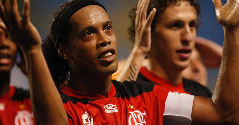 Ronaldinho Gaúcho vibra ao marcar para o Flamengo contra o Olimpia pela Libertadores (15/03/12)