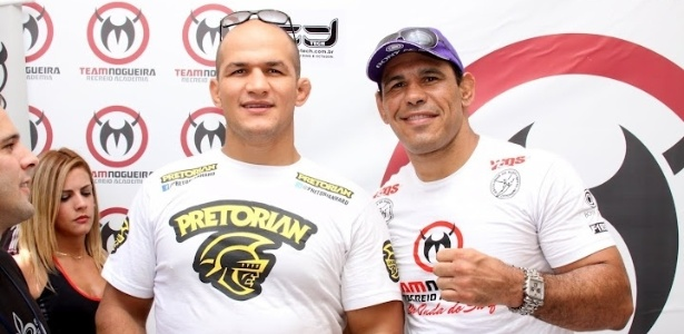 Campeo dos peso-pesados do UFC, Junior Cigano (esq.) e o meio-pesado Minotouro tambm estiveram no evento.