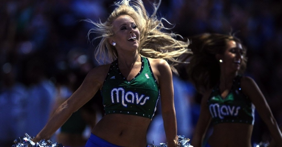 Cheerleaders do Dallas Mavericks se vestiram de verde no dia de So Patrcio