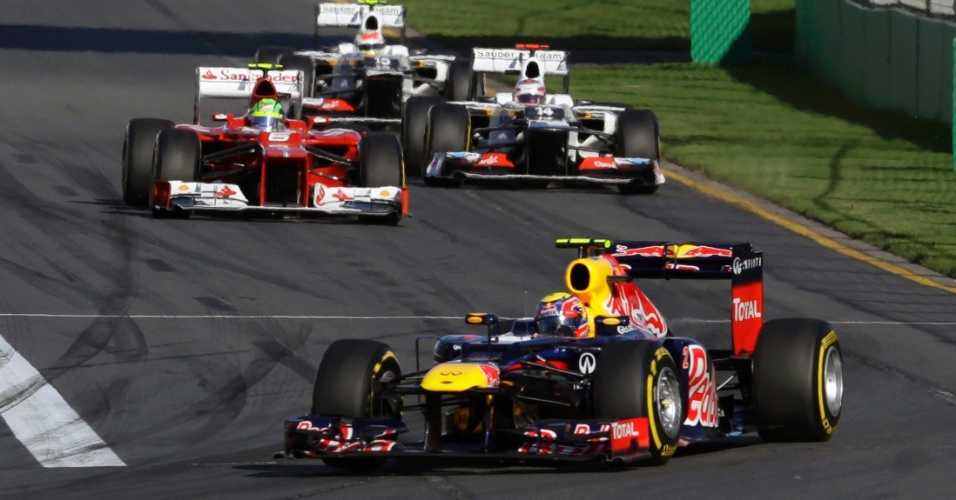 Mark Webber conduz sua Red Bull pelo circuito de Albert Park durante o GP da Austr&#225;lia