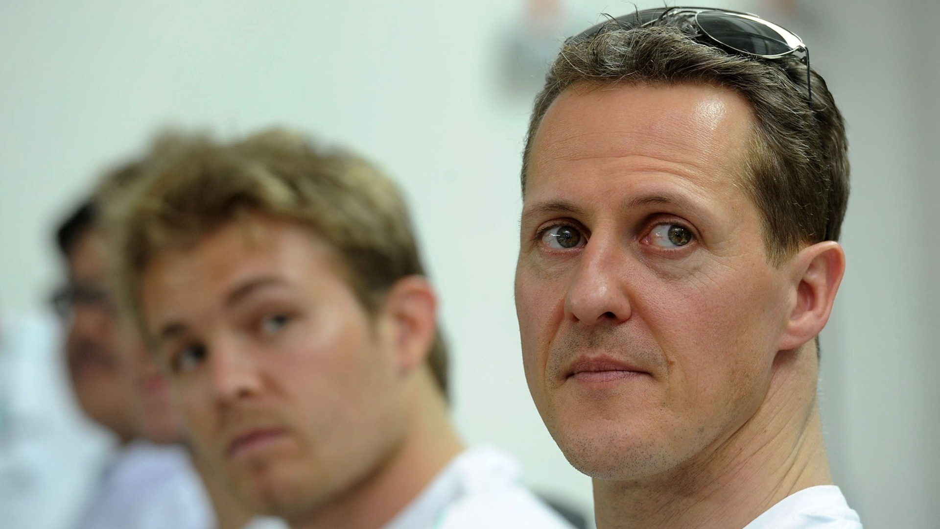Michael Schumacher e Nico Rosberg visitaram a fbrica da Mercedes na Malsia, onde ser disputada a segunda etapa do Mundial de F-1