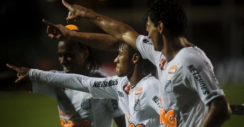 Neymar, Ganso e Arouca comemoram o segundo gol do Santos contra o Juan Aurich, na Libertadores