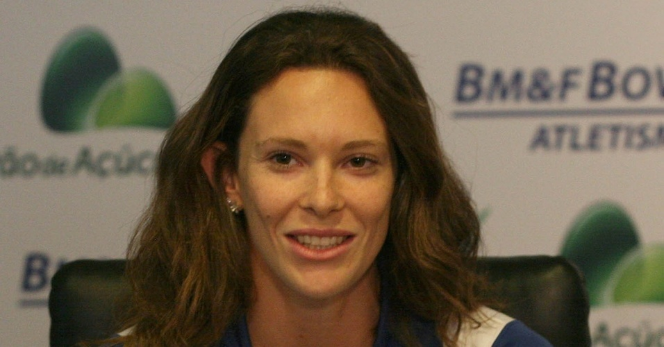 Fabiana Murer fala em entrevista coletiva na apresentação da equipe da BM&F Bovespa para 2011
