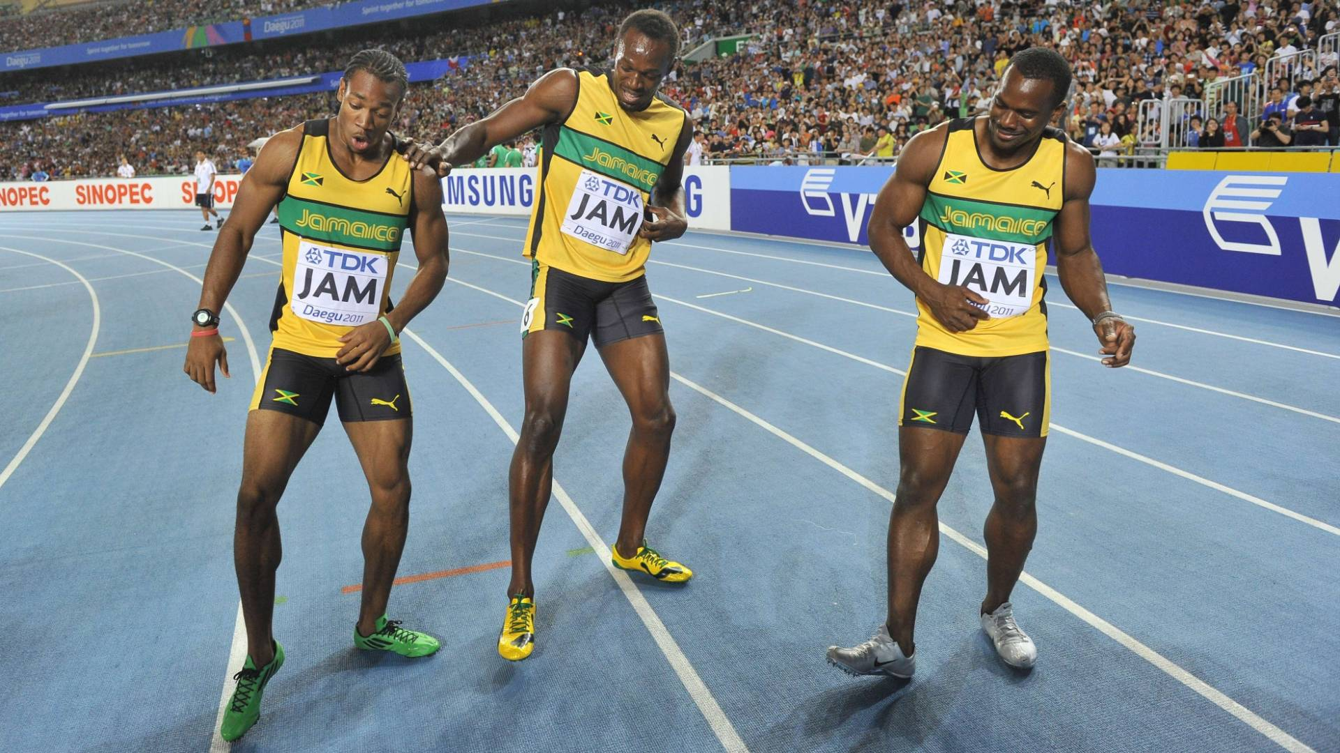 Usain Bolt (centro) faz dana com Yohan Blake e Nesta Carter para comemorar a conquista do Mundial com recorde no revezamento 4x100 m (04/09/2011)