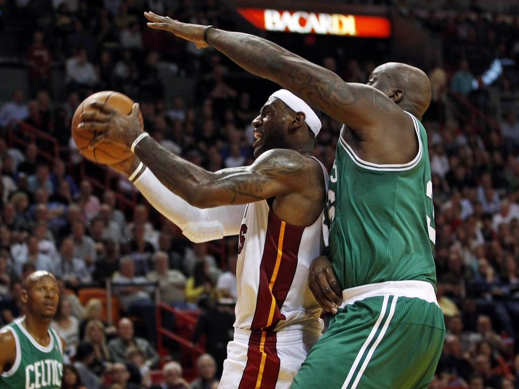 LeBron James  marcado por Shaquille O'Neal na vitria dos Celtics sobre o Miami Heat