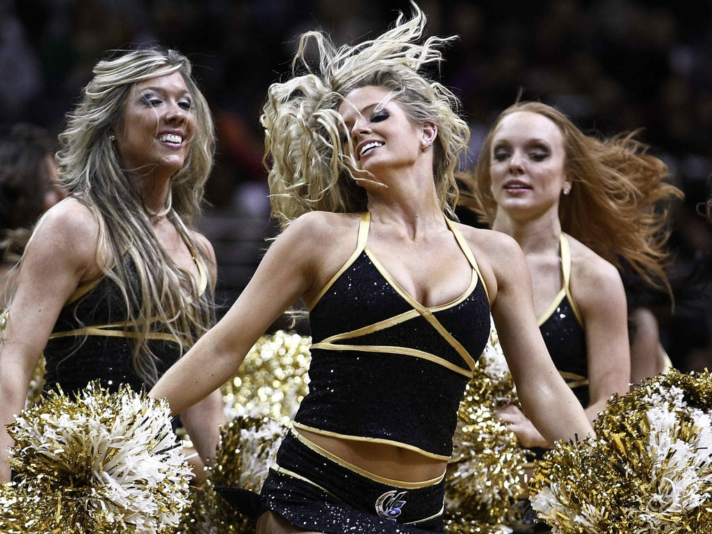 Cheerleaders danam pelo Washington, mas time perde para os Spurs