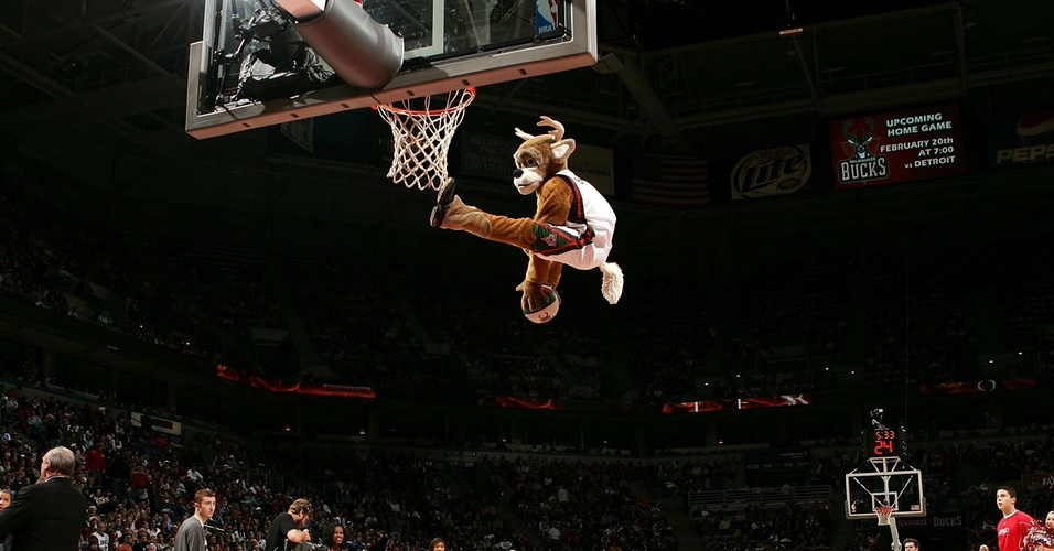 Bango, mascote do Milwaukee Bucks