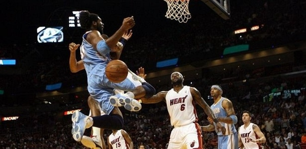Nenê leva toco em derrota do Denver Nuggets para o Miami Heat