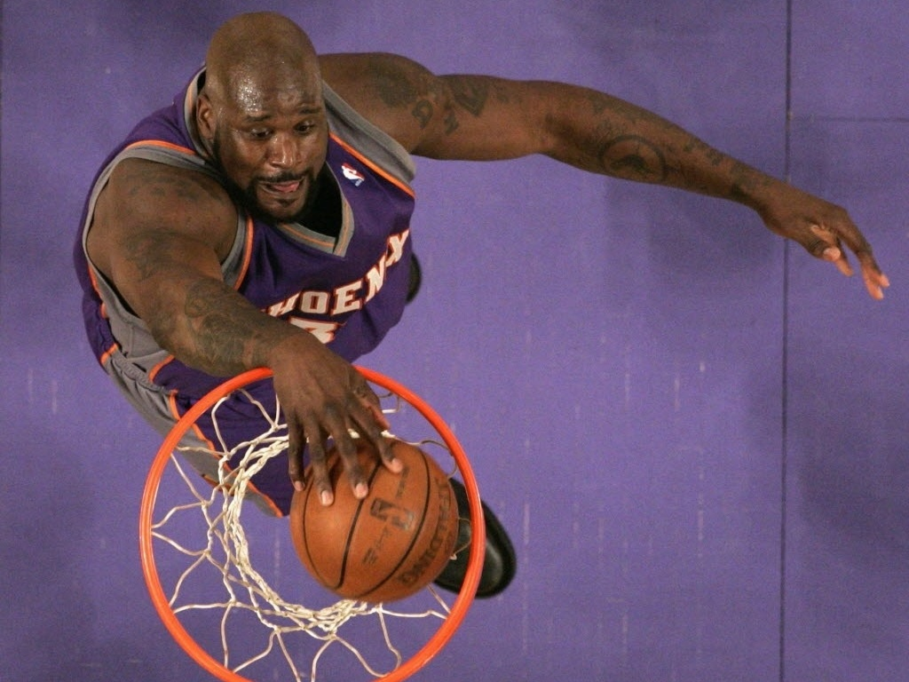 Shaquille O'Neal, do Phoenix Suns, enterra contra o Los Angeles Lakers em 2009