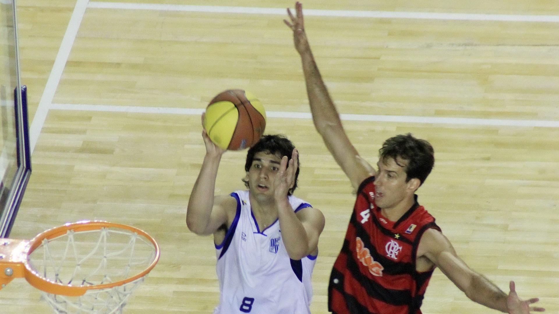 O argentino Luciano Gonzalez marcou 11 pontos para o Minas enquanto Marcelinho foi cestinha da partida, com 26 pontos.