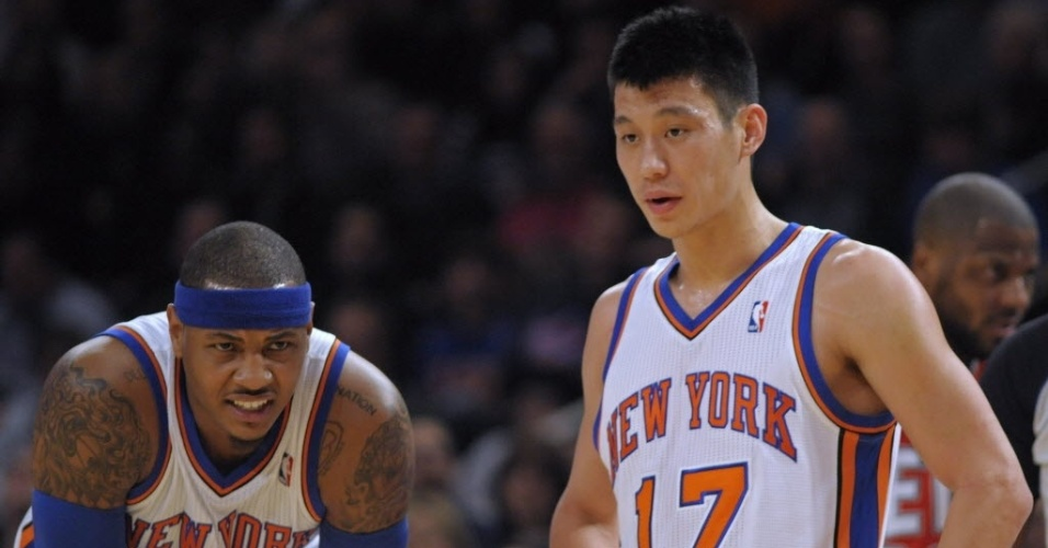 Carmelo Anthony e Jeremy Lin na partida entre New York Knicks e New Jersey Nets (20/02/2012)