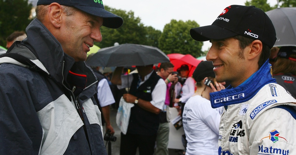 Filho de Alain Prost, Nicolas Prost (d) conversa com Adrian Newey