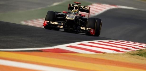 Bruno Senna acelera sua Renault pelo circuito de Buddh (28/10/2011)