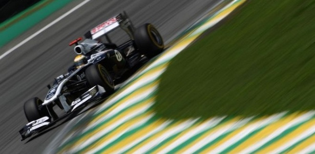 Rubens Barrichello pilota sua Williams em Interlagos (26/11/2011)