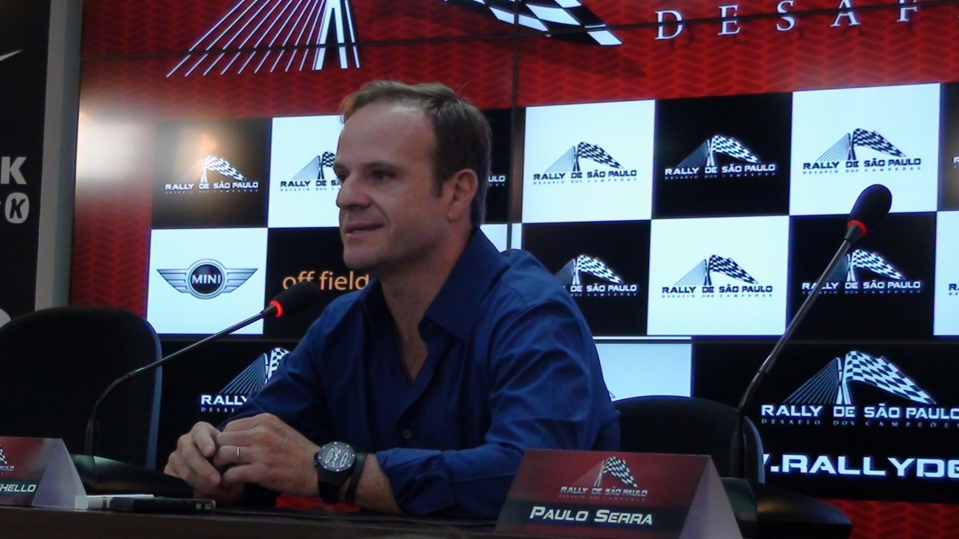 Rubens Barrichello anunciou nova corrida nesta tera-feira em entrevista no CT do Corinthians (29/11/11)