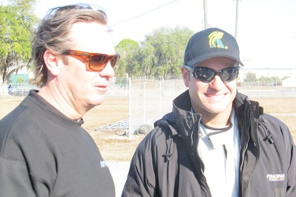 Jimmy Vasser, dirigente da equipe KV, e Rubens Barrichello. Piloto brasileiro fez teste em um carro da Indy com a escuderia