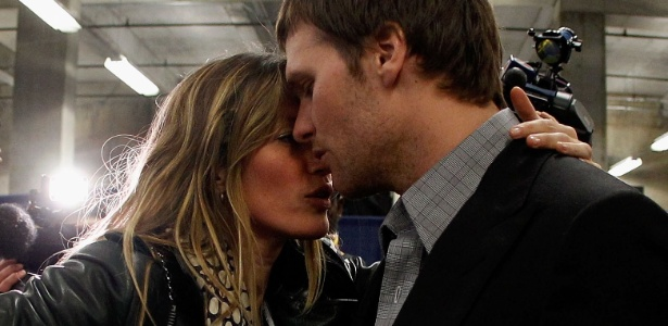 Gisele Bündchen consola o marido Tom Brady após a derrota na final do Super Bowl 2012