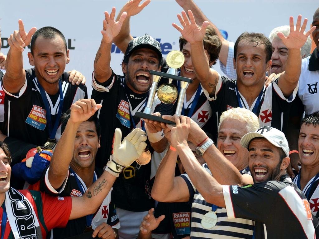 Vasco, do presidente, Roberto Dinamite, conquista o Mundialito de clubes de futebol de areia