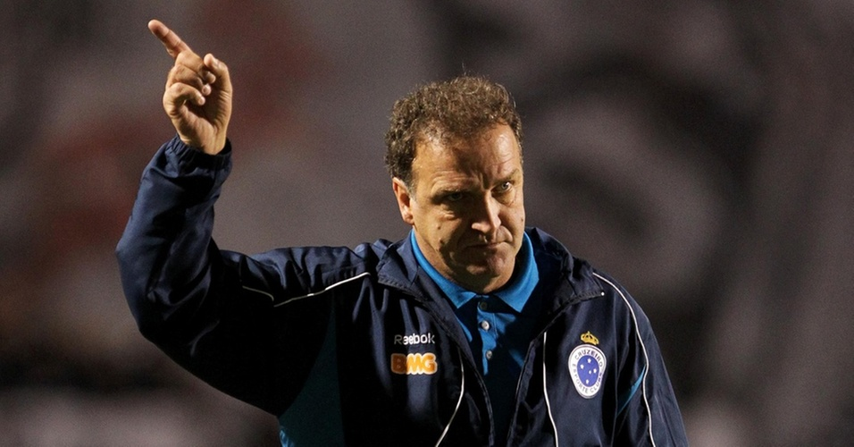 Cuca reclama da arbitragem na derrota do Cruzeiro para o Corinthians