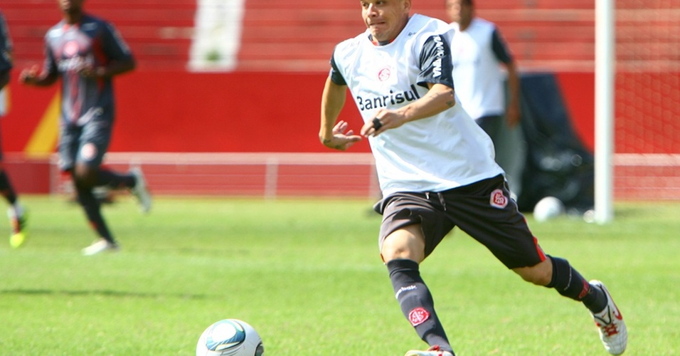 D'Alessandro em ação no último treino do Inter em Porto Alegre antes do Mundial