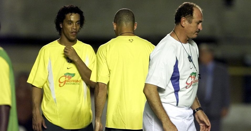 Felipo comanda Ronaldinho Gacho e Ronaldo em treino da seleo brasileira em 2002