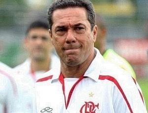 Vanderlei Luxemburgo evita falar em mistério, mas ainda não confirmou o time do Flamengo para final