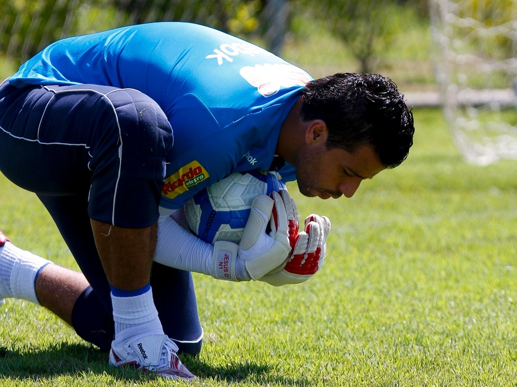 Goleiro Fbio durante treinamento no Cruzeiro