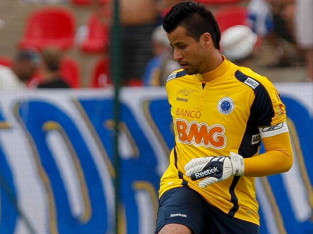 Goleiro Fbio em atividade pelo Cruzeiro no Brasileiro