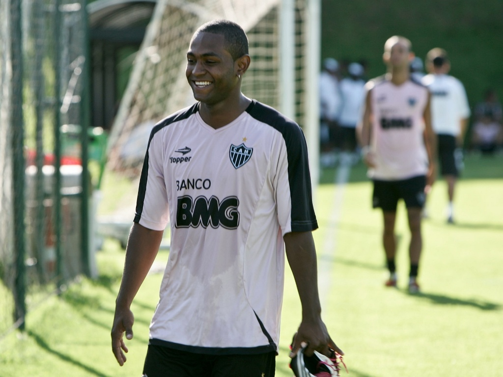 Jobson participa de treino no Atltico-MG